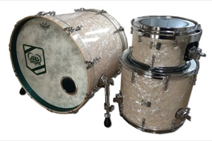 Aged White Pearl / Stained Insided & matching Kick Hoops / Black Nickel Hardware